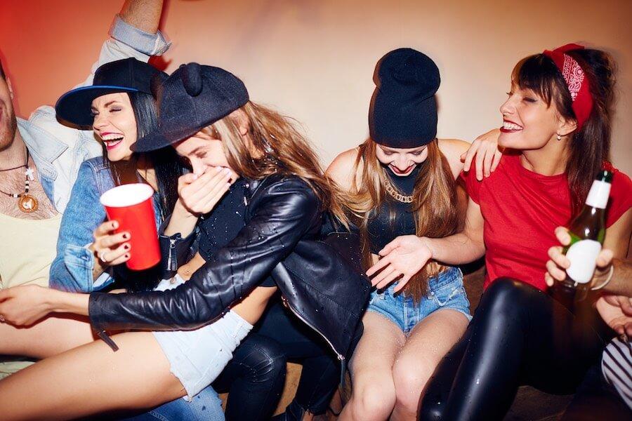 Frauen haben Spaß im Club