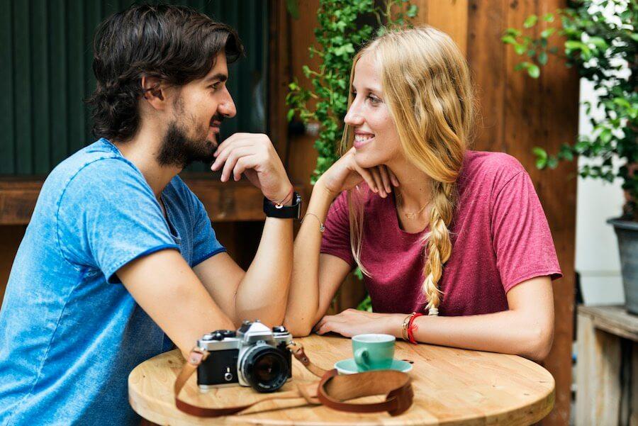 Date im Cafe - So solltet ihr sitzen